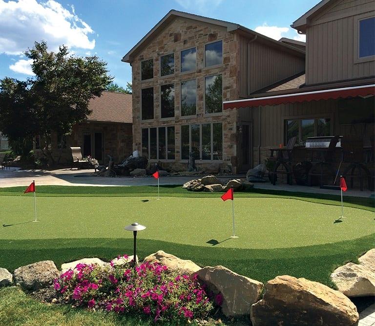 Larry Lanham's Professional Backyard Putting Green
